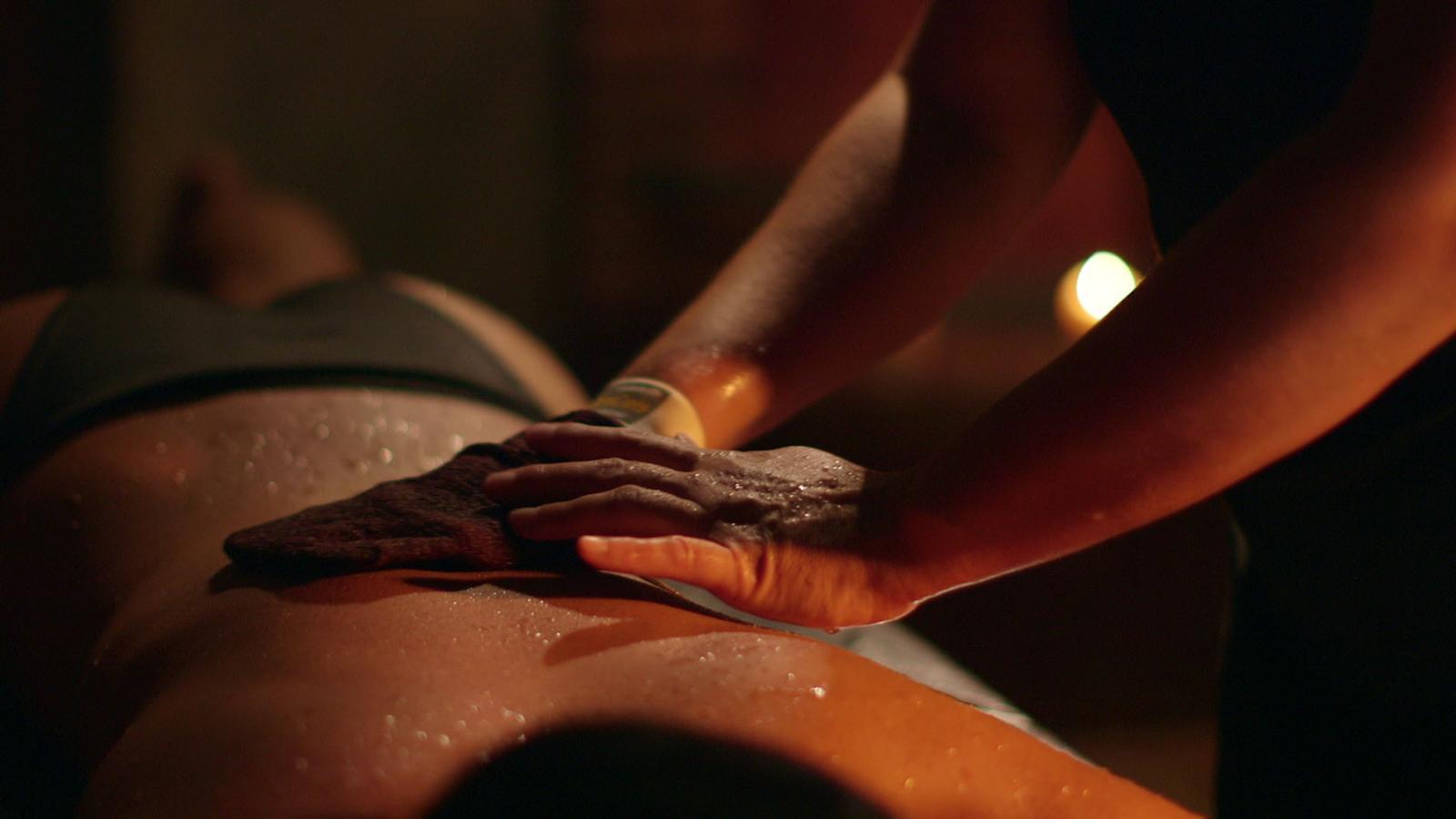 massage du corps 55 les cent ciels bains hammam paris. Black Bedroom Furniture Sets. Home Design Ideas